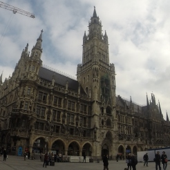 Neues Rathaus - moving Cooper's dancers